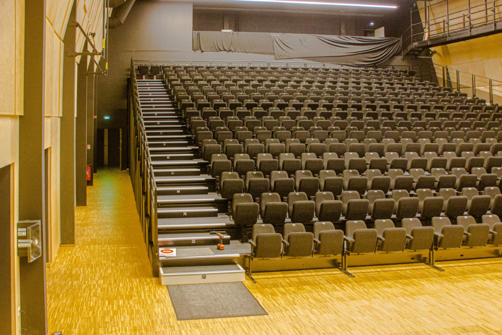 cassiopee-veigne-gradins-salle-spectacle